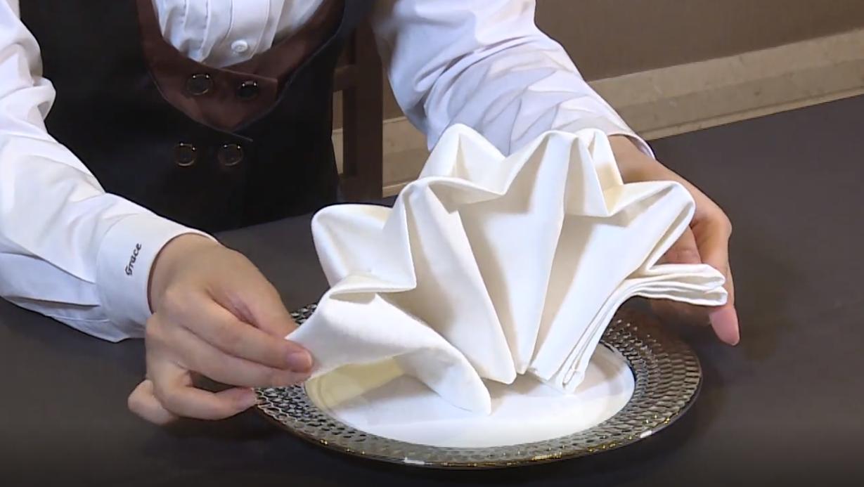 盘花--餐巾折花